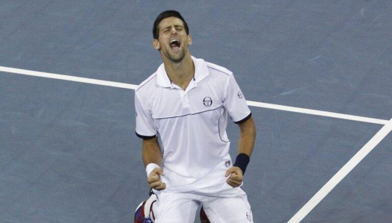 Džokovičs izcīna trešo 'Grand Slam' titulu šogad
