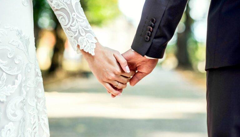 Aizvien vairāk pāru nolemj noslēgt laulības līgumu