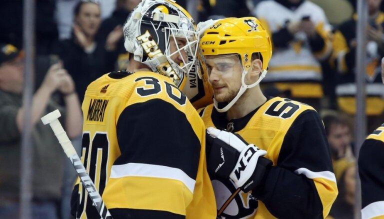 'Penguins' galvenais treneris: Bļugers ir viena telefona zvana attālumā, lai atgrieztos NHL