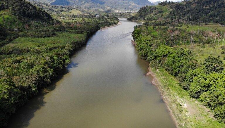 Pasaules lielākās bankas aizvien saņem pārmetumus par Amazones iznīcināšanas finansēšanu