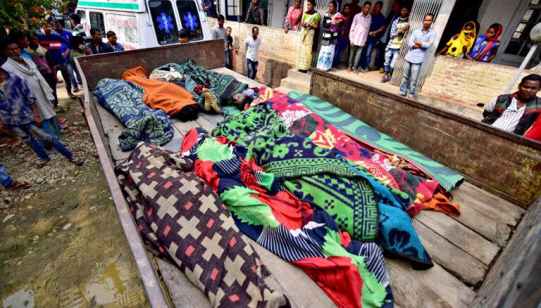 Indijā no ļergas mirst vismaz 156 cilvēki; 200 nonāk slimnīcā