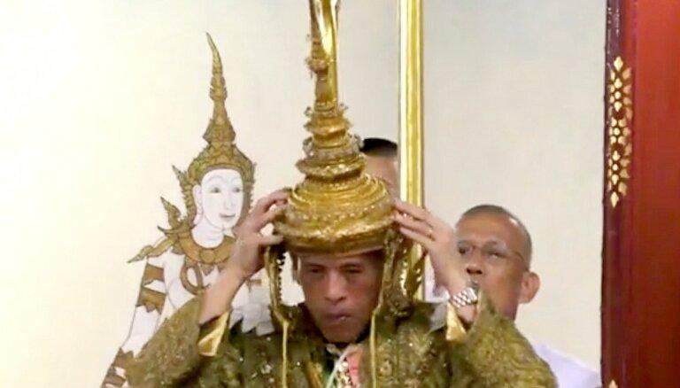 ФОТО: В Таиланде впервые за почти 70 лет прошла коронация короля
