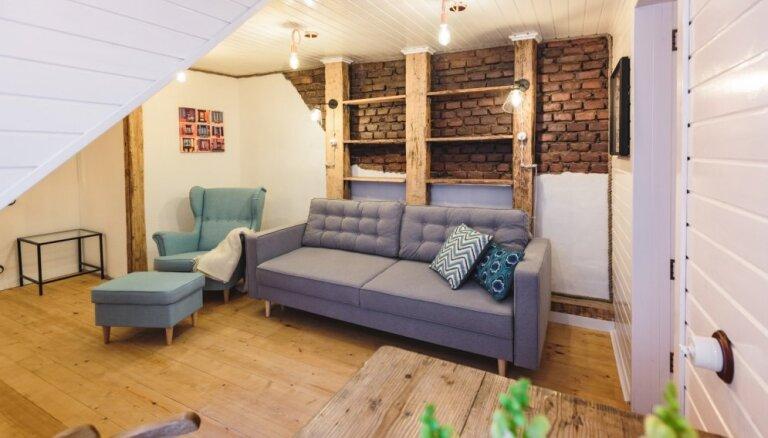 Kompakts dzīvoklis Vecrīgā ar ķieģeļu sienām un koka brusām