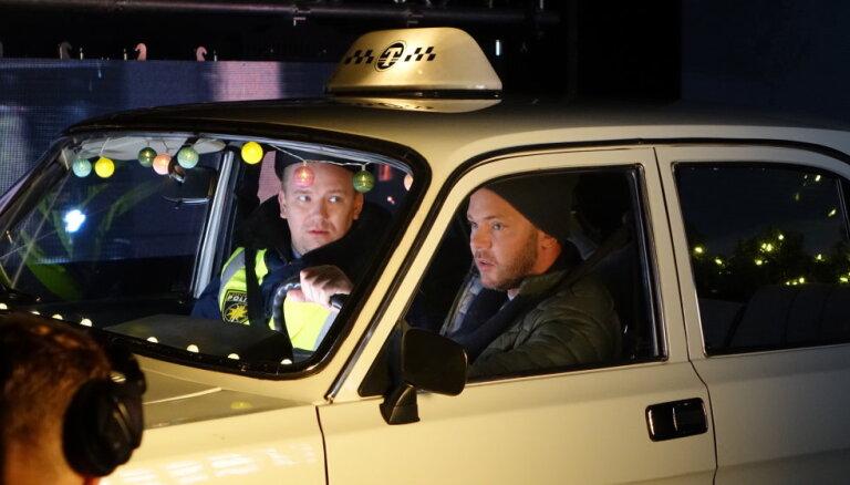 Video: Pirmais ieskats pašmāju komēdijā 'Jaungada taksometrs'