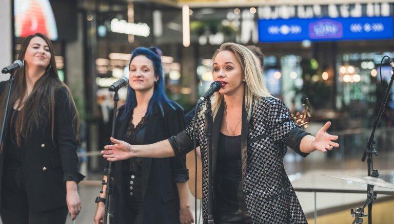 Aija Andrejeva izziņo koncertu Siguldas pilsdrupās