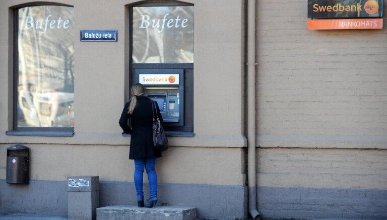 'Swedbank' uztic auditorfirmai EY izmeklēt aizdomas par naudas atmazgāšanu bankā
