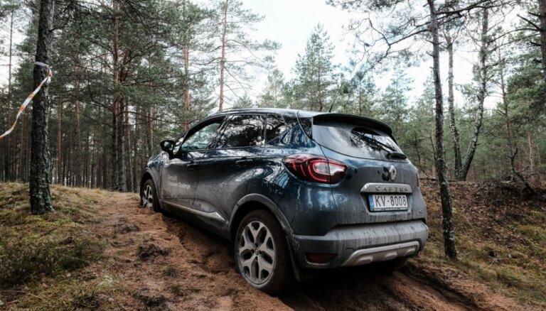 Foto: Brauciens pa Pierīgas smilšainajiem mežiem ar 'Renault' apvidniekiem