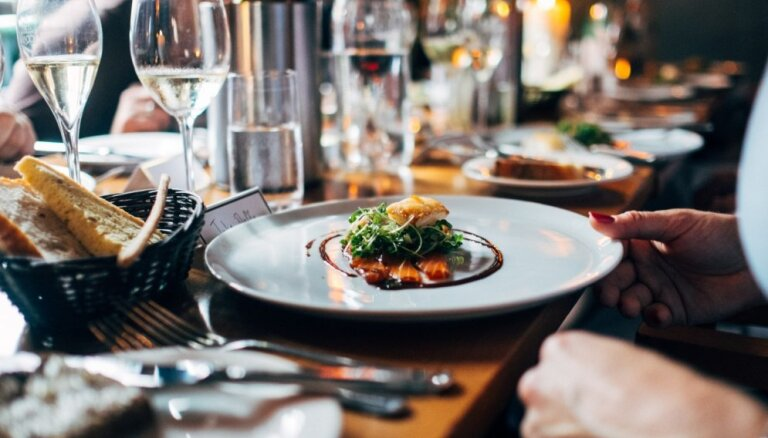 Во Франции министр подал в отставку из-за роскошных ужинов