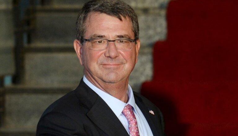 ASV aizsardzības ministrs Kārters negaidīti ieradies Irākā