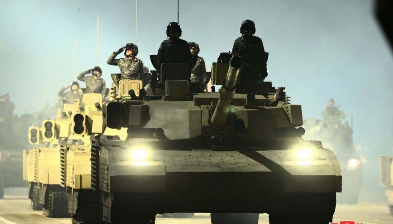 'Armata' un 'Abrams' krustojums vai butaforija? Ziemeļkorejas jaunais supertanks 'M2020'