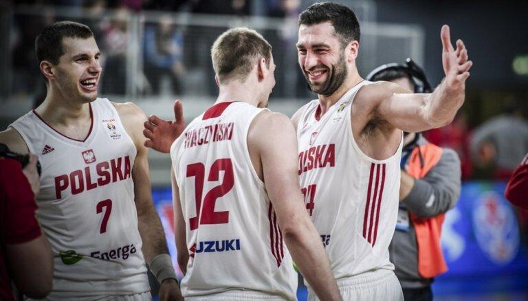 Polijas basketbolisti pēc 52 gadu pārtraukuma spēlēs Pasaules kausa izcīņā