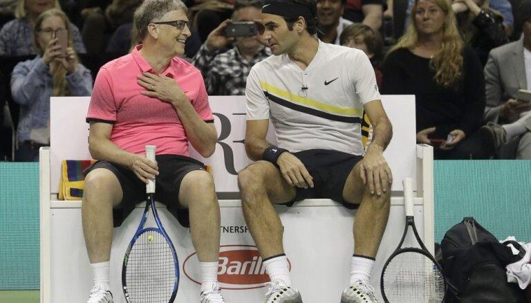 Rodžers Federers un Bils Geitss labdarības spēlē savāc divus miljonus dolāru