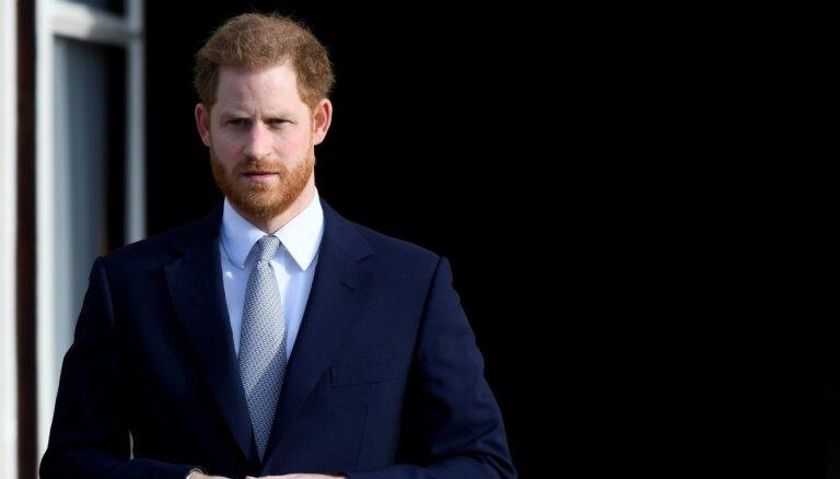 """""""Полностью правдивые"""": принц Гарри продал свои мемуары"""