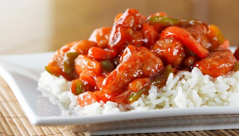Kā mājās pagatavot ķīniešu restorāna cienīgu ēdienu, nepārmaksājot par to