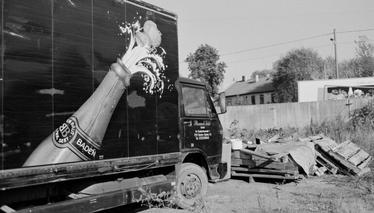 Atklās kinooperatora Jāņa Eglīša izstādi 'Šampanietis un šampūns'