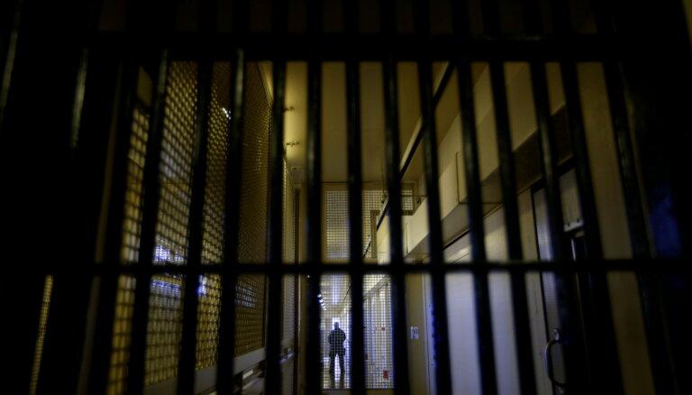 Centrālcietuma amatpersonu lūdz apsūdzēt par pārmērīgu fiziskā spēka lietošanu pret ieslodzīto