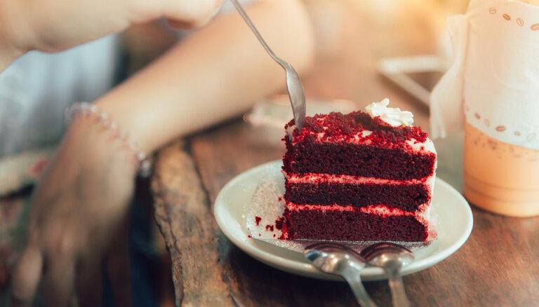 Recepšu konkurss: laimē ielūgumu uz kūkas 'Sarkanais samts' meistarklasi!