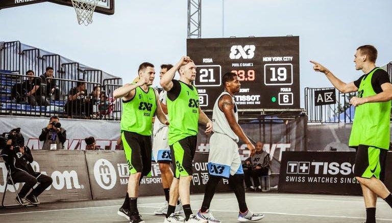 Latvijas 3x3 basketbolisti uzvar ranga līderus, bet apstājas Pasaules tūres posma pusfinālā