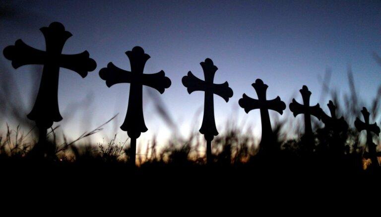 No Jēkabpils kapiem nozagti vairāki vēsturiski nozīmīgi krusti