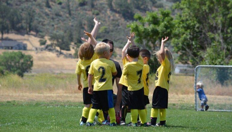 Fitnesa konsultants iesaka, kā izvēlēties sporta treneri bērnam