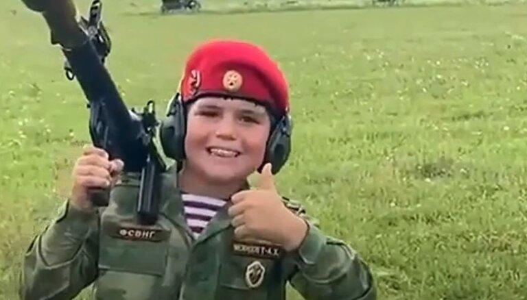 'Allahu akbar': mazgadīgs kadirovietis Nacionālās gvardes formā šauj ar RPG