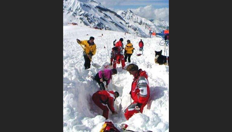 В Австрии снежной лавиной накрыло 11 человек