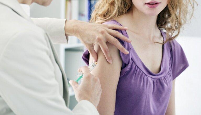 Dzemdes kakla vēzi iespējams gandrīz pilnībā novērst; vakcinējušās tikai 50% meiteņu