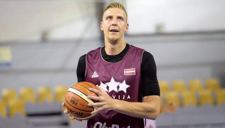 Mejeris ar 'double-double' palīdz 'Parma' komandai uzvarēt