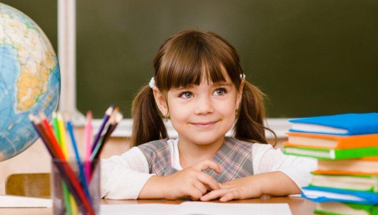 Ļaut bērnam justies laimīgam un citi psihoterapeites padomi pirmklasnieku vecākiem