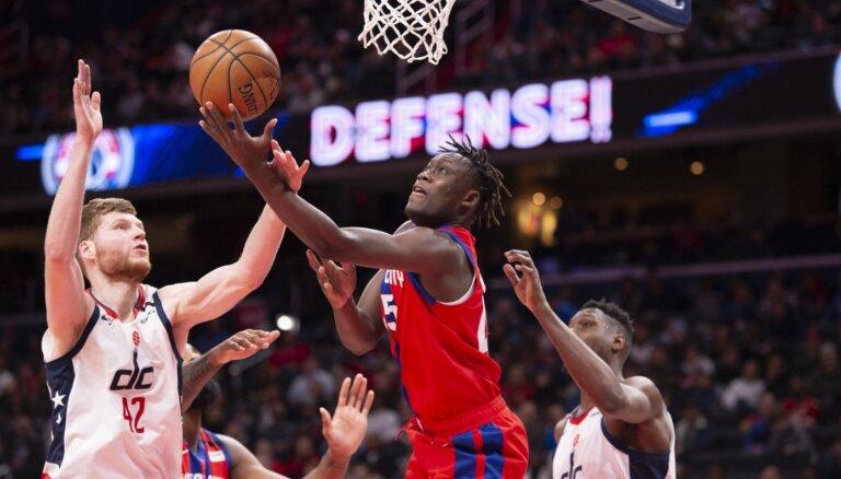 Bertāns ar astoņiem punktiem palīdz 'Wizards' uzvarēt; Kurucam pieci punkti 'Nets' zaudējumā