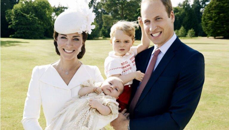 ФОТО: Опубликованы официальные снимки крестин принцессы Шарлотты