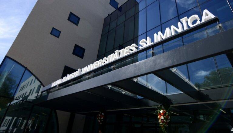 Video: Ilgstošajā lietū applūdis Stradiņa slimnīcas jaunais korpuss