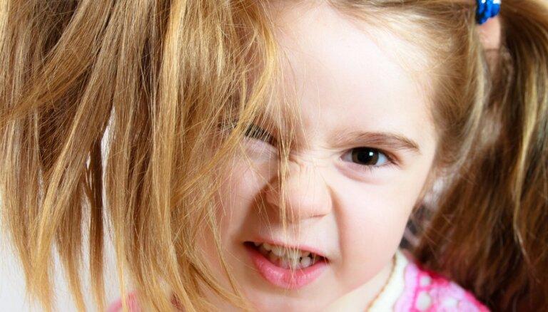 Bērna agresija pret mammu vai tēti: iemesli un ieteicamā rīcība