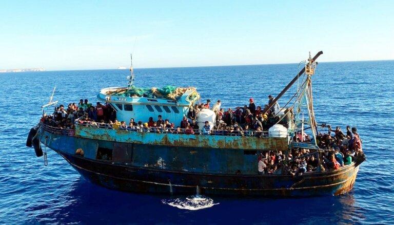 Lampedūzā izsēžas vairāk nekā 2000 nelegālo imigrantu