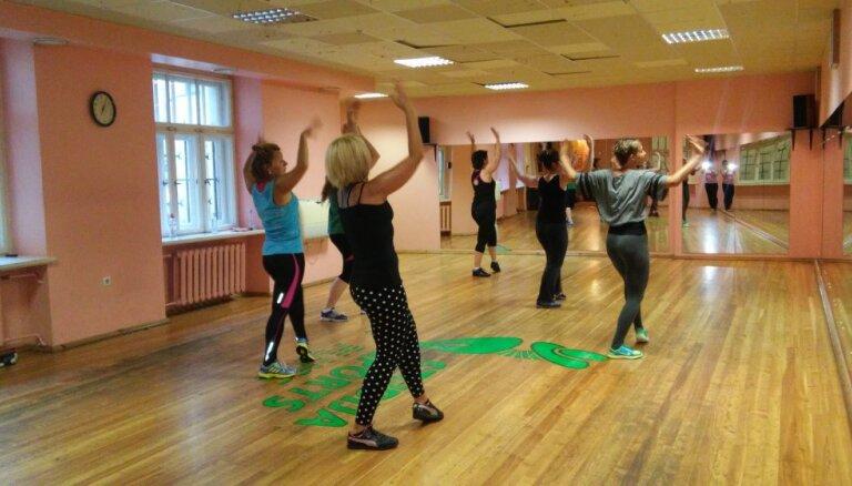 'Rutks.lv' testē: treniņš latīņamerikāņu ritmos. Kāpēc dejot zumbu?
