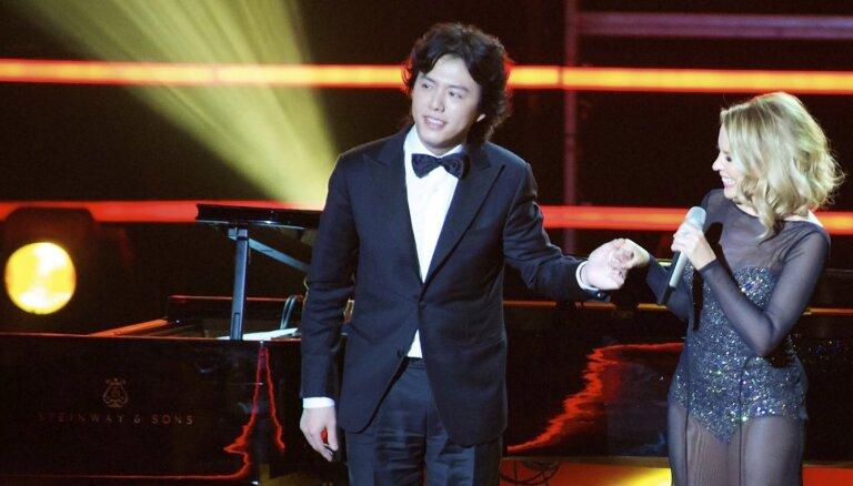 Par prostitūtas noalgošanu aizturēts Ķīnas 'Klavieru princis'