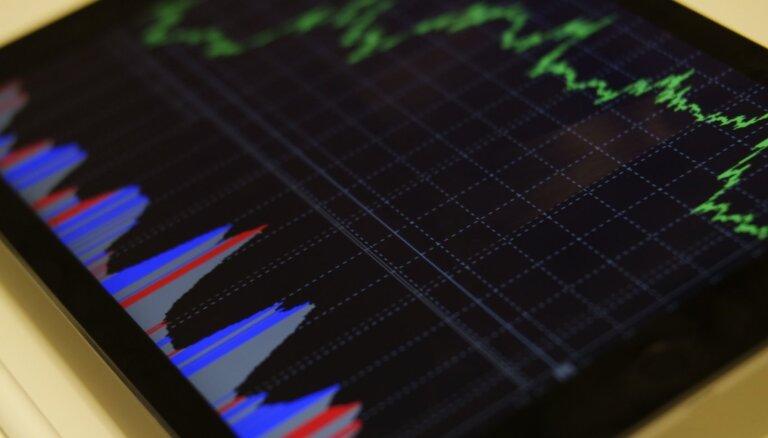 Naftas cenas pieaug, akciju cenas sarūk
