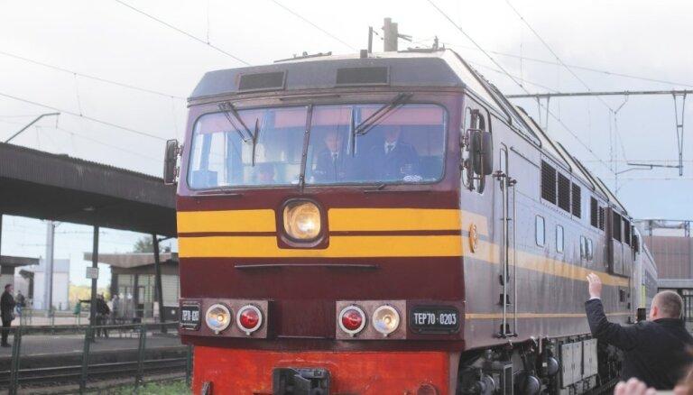 Sagaidīts pirmais vilciens 'Kijeva-Minska-Viļņa-Rīga'