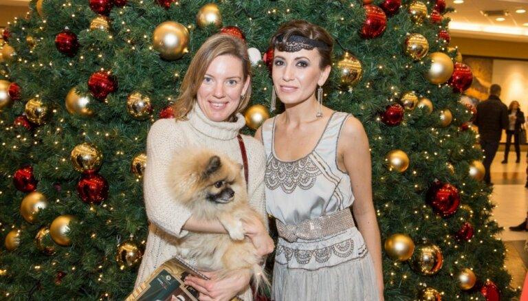 Собаки и их хозяева в стиле 20-х годов: в Риге состоялась презентация календаря Amber Dog