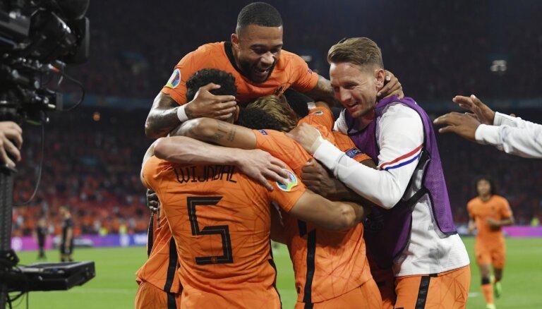 Nīderlandei ātri vārti dod vajadzīgo pārsvaru pār Austrijas futbolistiem