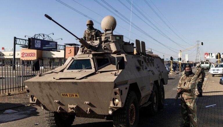 DĀR valdība nekārtību apslāpēšanā grib iesaistīt 25 000 karavīru