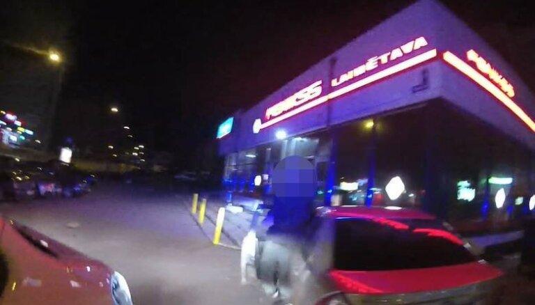 Vecmīlgrāvī aizturēts jau iepriekš policijas redzeslokā nonācis autovadītājs bez tiesībām