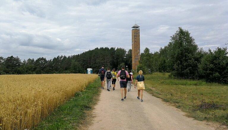 Ļaudis steidz apskatīt Lietuvas augstāko skatu torni