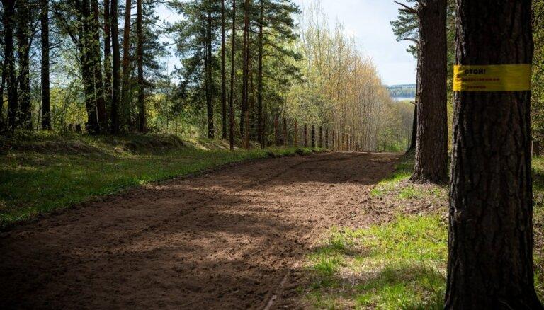 Uz robežas aiztur policijas meklētu Latvijas pilsoni