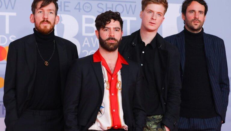 Pasniegtas 'BRIT Awards' godalgas. Labākā britu grupa – Rīgā gaidāmā 'Foals'