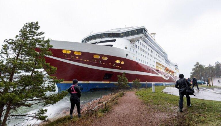 Baltijas jūrā uz sēkļa uzskrējis 'Viking Line' prāmis