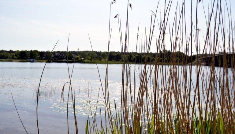 Aizliedz peldēties Daugavas peldvietā 'Rumbula' un Skultes peldvietā 'Vārzas'