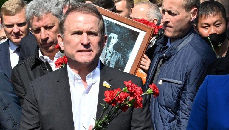 Ukrainā piemēro mājas arestu 'Putina kūmam' Medvedčukam