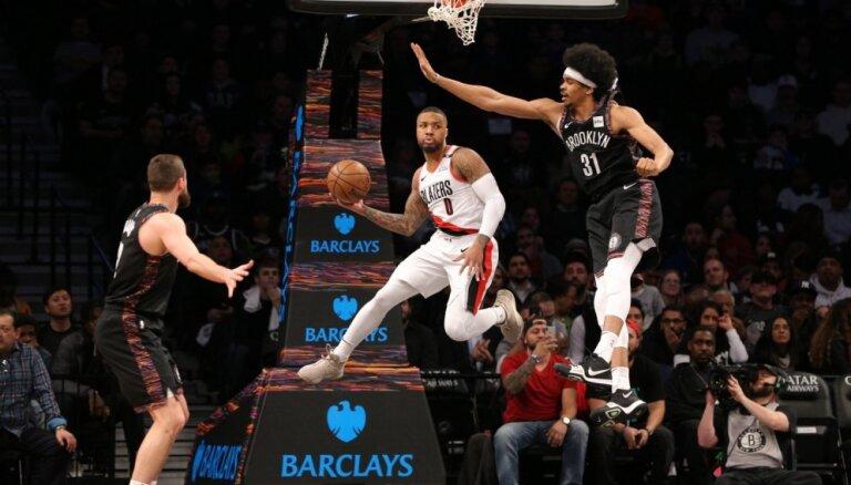Kurucs netiek laukumā; 'Nets' piekāpjas 'Trail Blazers'