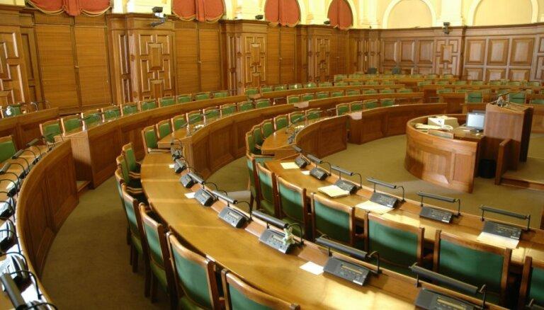 Saeimas sēdes pavasarī neattaisnoti kavējuši Zaķis un Urbanovičs